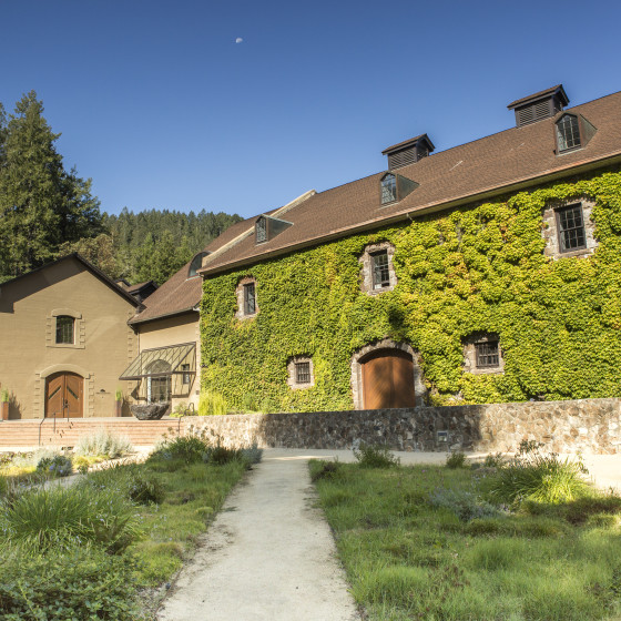 hess-courtyard-560x560
