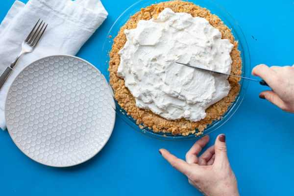 How to Make Atlantic Beach Pie / Katie Workman / themom100.com / Carrie Crow