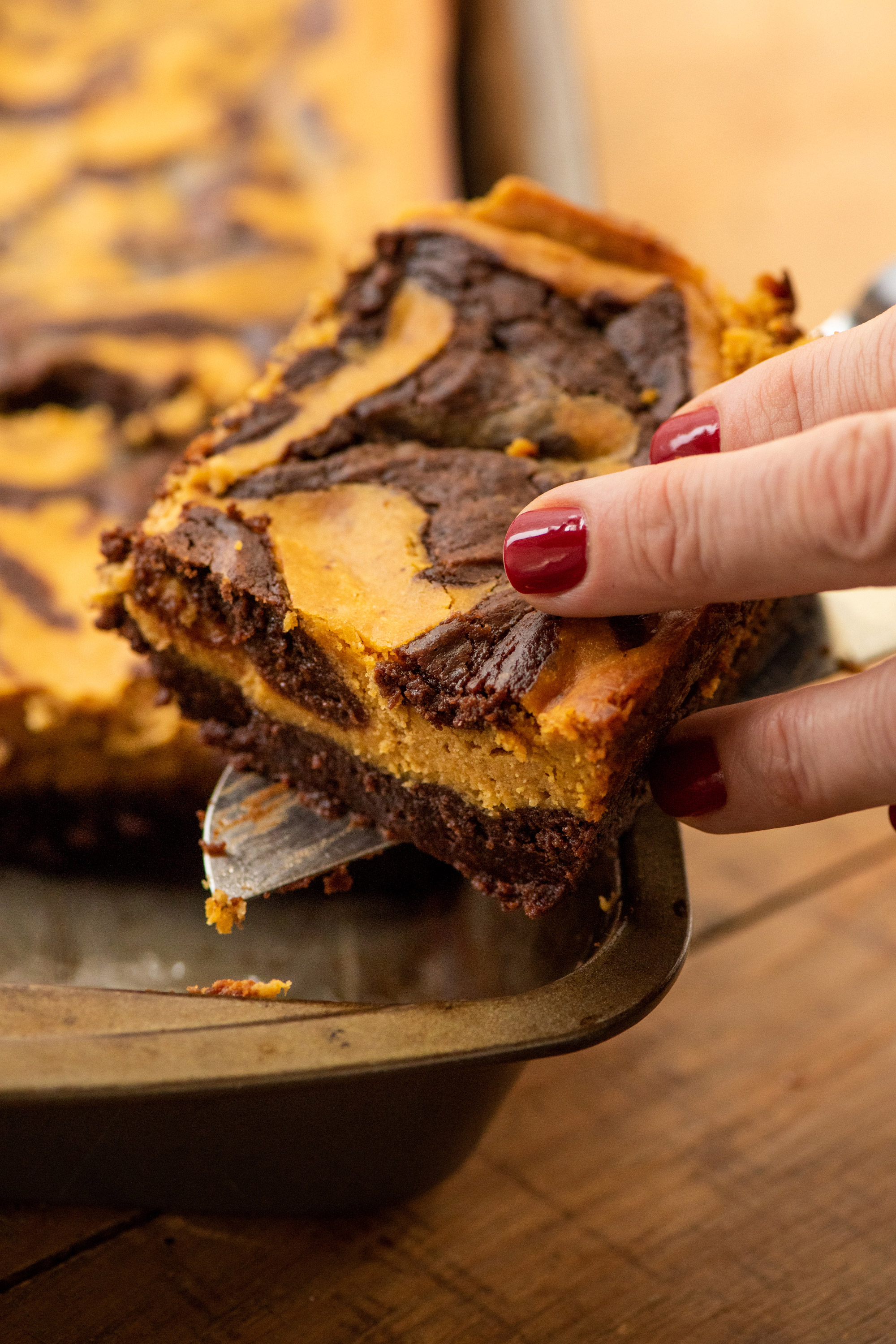 What to Do with Leftover Canned Pumpkin: Those post-Thanksgiving cans of pumpkin have all sorts of amazing uses, from pancakes to brownies to gingerbread! #pumpkin #cannedpumpkin