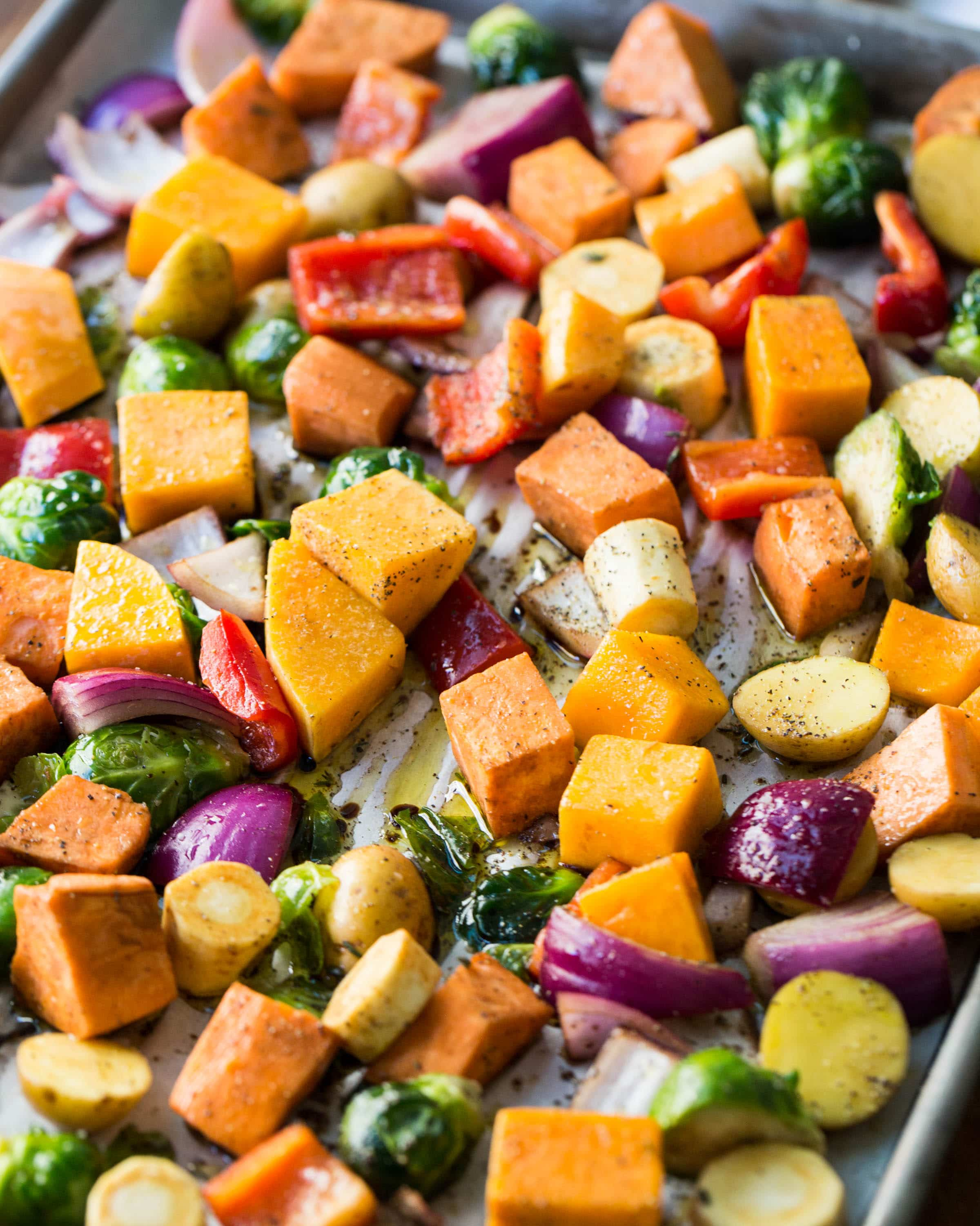 14 Amazing Roasted Vegetable Recipes: Load of appetizing roasted vegetables recipes, plus 5 Tips on different ways to use them all week long! #vegetables #roastedvegetables