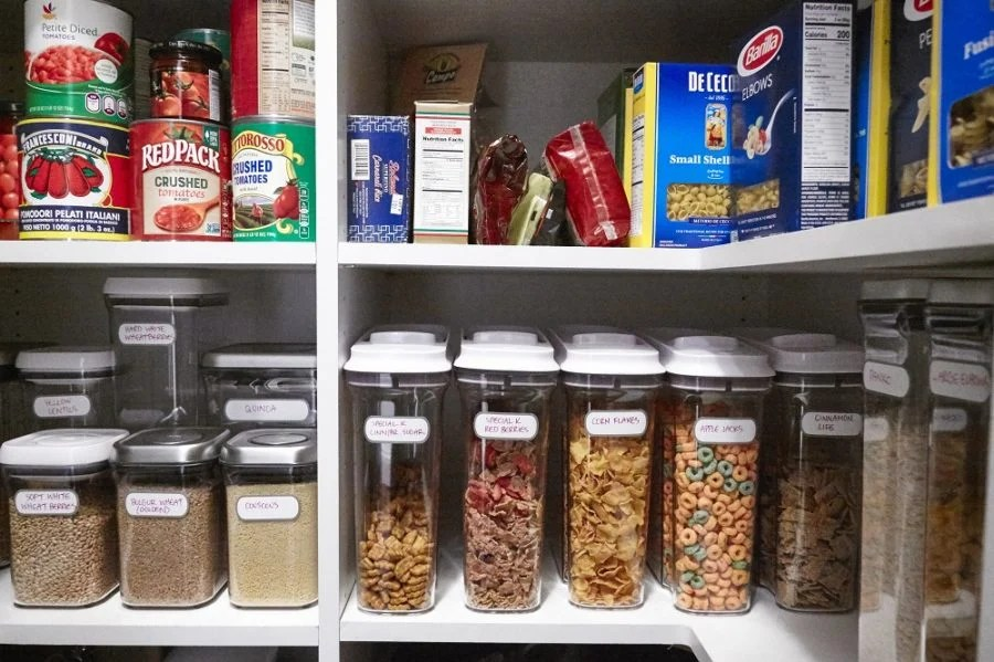 Wat Is Een Pantry.A Pantry Makeover Before And After The Mom 100