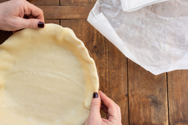 How to Blind Bake a Pie Crust / Photo by Cheyenne Cohen / Katie Workman / themom100.com