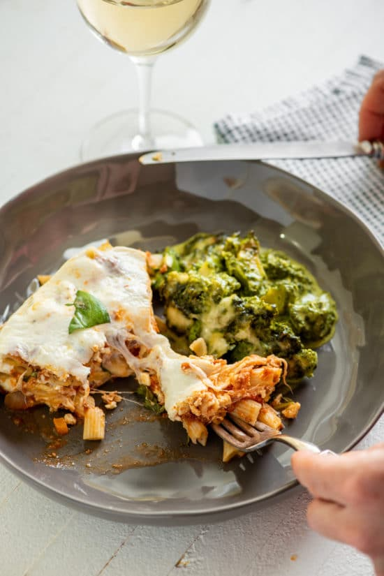 Instant Pot Baked Ziti / Katie Workman / themom100.com / Photo by Cheyenne Cohen