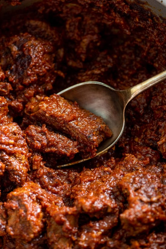 Easy Texas Red Chili Recipe / Katie Workman / themom100.com / Photo by Cheyenne Cohen