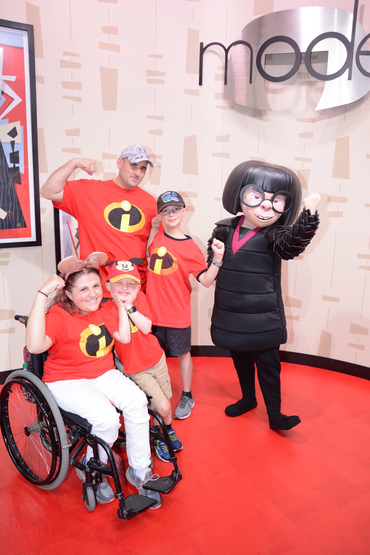 Family photo Disney World with Edna Mode