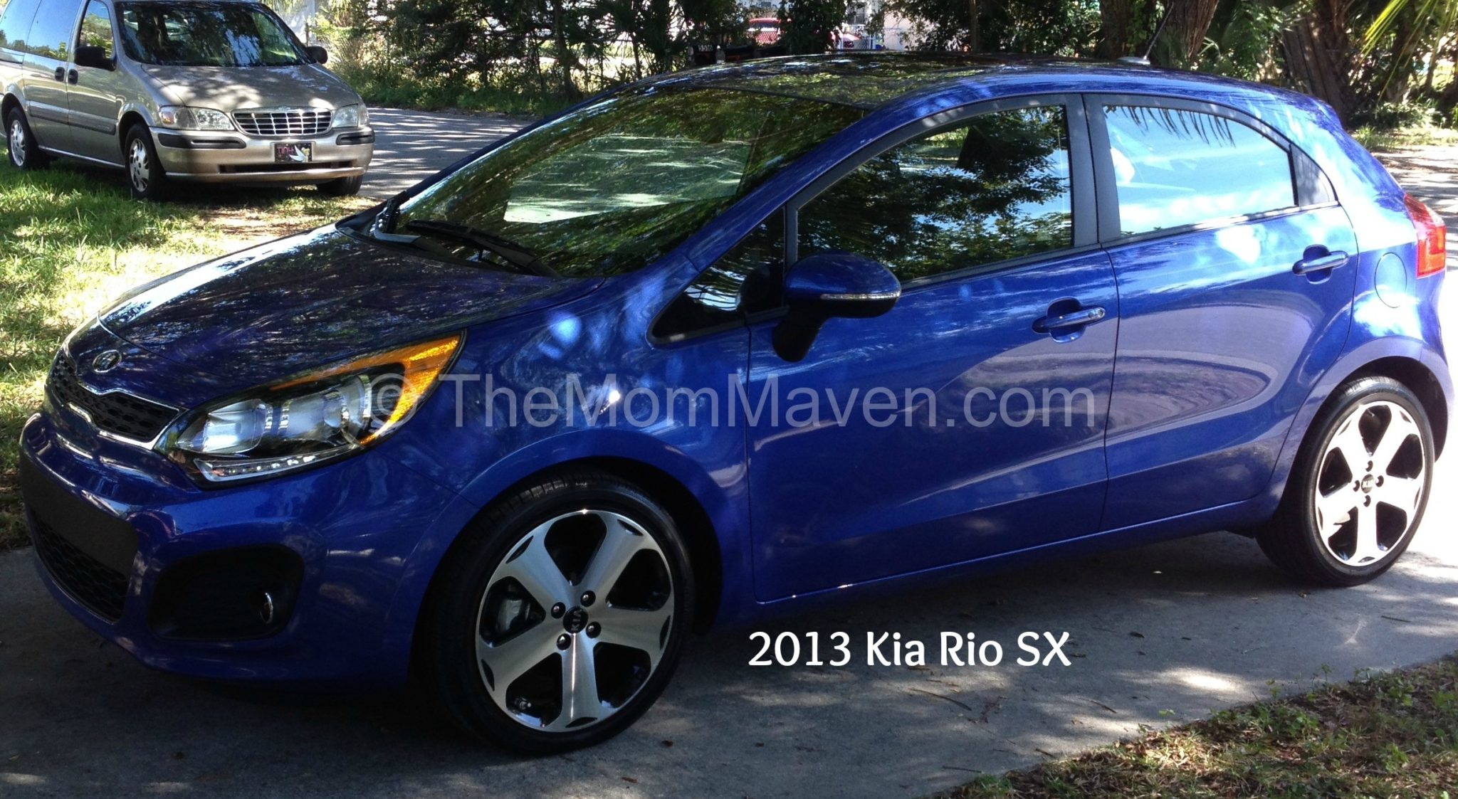 2013 kia rio sx review drivesti the mom maven. Black Bedroom Furniture Sets. Home Design Ideas