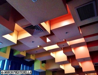 A cubic ceiling design in warm colors lends a homey feel.