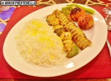Chicken Sultani (P581): A mix of ground chicken and chicken chunks and vegetable kebab served with basmati rice, tomatoes, and vegetables.