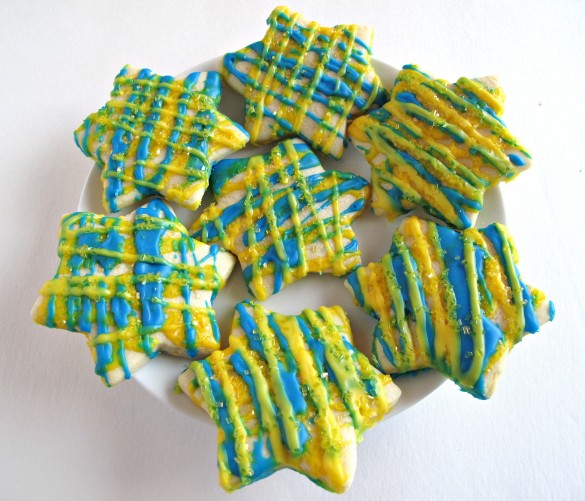 Lemon Stars- sweet-sour lemon icing makes these lemony star cut-out cookies shine! | The Monday Box