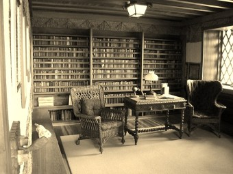 Gillete Library, Library of the Castle