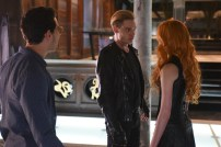 """SHADOWHUNTERS - """"The Descent Into Hell is Easy"""" - Clary's memories may be the key to finding her mother and The Mortal Cup in """"The Descent Into Hell is Easy,"""" an all-new episode of """"Shadowhunters,"""" airing Tuesday, January 19th at 9:00 – 10:00 p.m., EST/PST on Freeform, the new name for ABC Family. ABC Family is becoming Freeform on January 12, 2016. (ABC Family/John Medland) ALBERTO ROSENDE, DOMINIC SHERWOOD, KATHERINE MCNAMARA"""