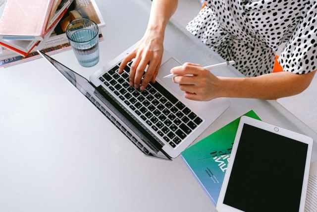 online side hustles, online side hustle, social media consultant, social media consultants