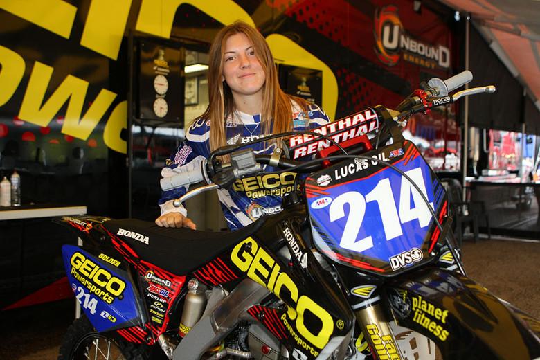 Vicki Golden Gets Ready To Race 250 Supercross Moto Lady