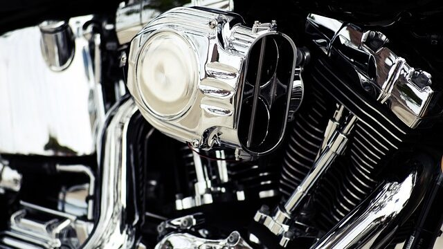 How a motorcycle engine works?