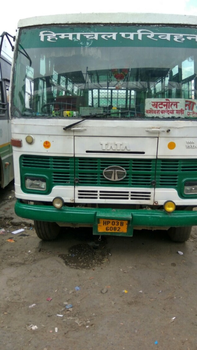 The HRTC bus to Khatnol (Himachal Road Transport Corporation); Waiting to get going; Photo: Ameen Shaikh
