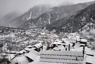 Morning view from Kamru of fresh snowfall in Sangla Valley; Photo: Arun Negi