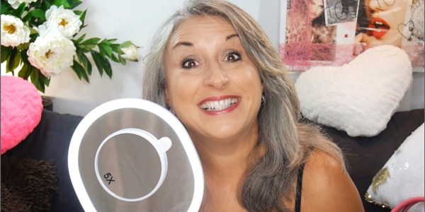 Le beautymag senior silver youtubeuse et blogueuse for Miroir youtubeuse