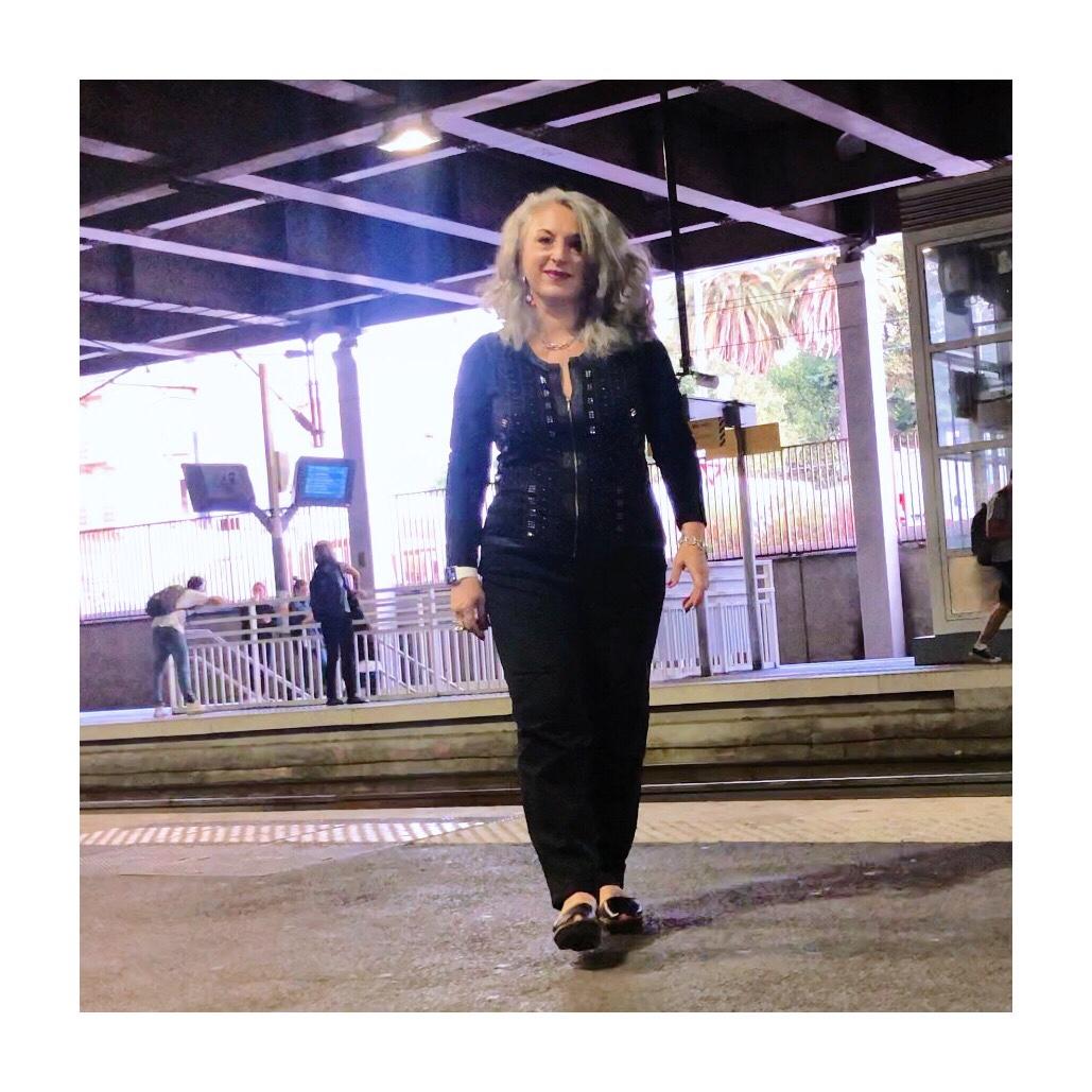 Idée look, Fashion, 50 ans, quinqua, mode, tendances, gare de cannes, automne, bleu d'azur,