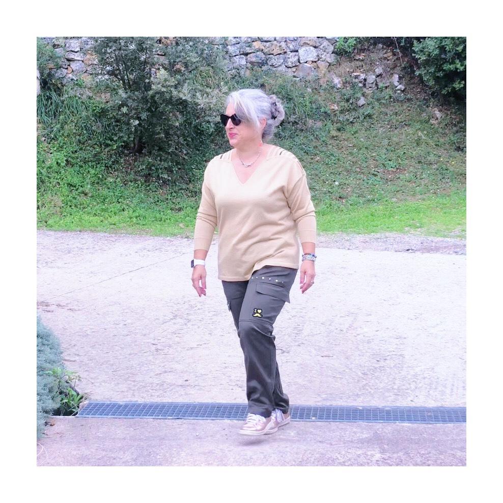 50 ans, army, Mode, tendances, idee look, Fashion, paillettes, quinqua, sequins, bleu d'azur, pantalon militaire