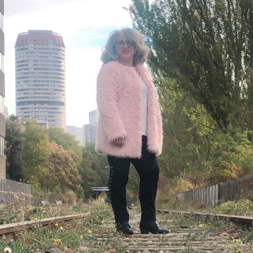 50 ans, teambeautesmajuscules, chemin de fer, tendances, quinqua, street, rail, pink, paris, idee look, Fashion, Mode, bleu d'azur, Bleud'azur, Jennyfer, paris, silver, sexygeniale,