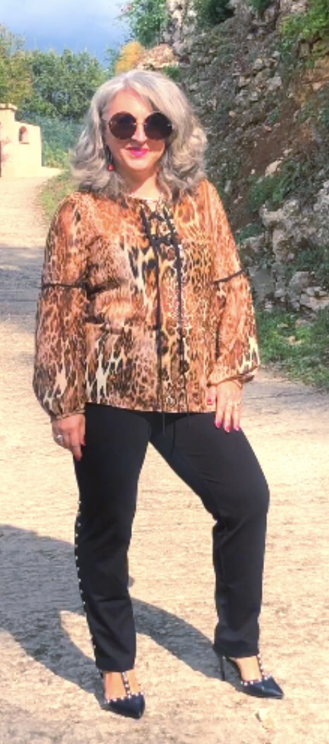 Idée look, Fashion, 50 ans, quinqua, mode, tendances, Teambeautesmajuscules, Bleu d'azur, mode colorée, croisière, look croisière, ideelook, idee2look,