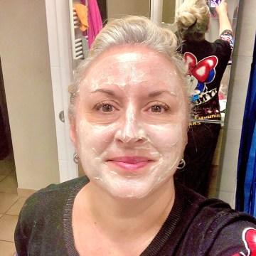 Blogueuse du sud, soin gommant à la boue, quinqua, hydrate, boue, mask challenge, sels de la mer morte, Ahava, silverhair, une citadine dans un bled paumé, mask, masque,