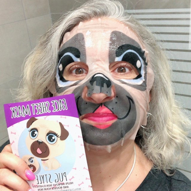 beauty, quinqua, Beauté, beautea, silverhair, silversisters, test, makeupgeek, maskchallengeunecitadine, blogueusedusud, cheveuxgris, makeup, mask, masque, smooth the skin, pug, carlin,élasticité, concombre,