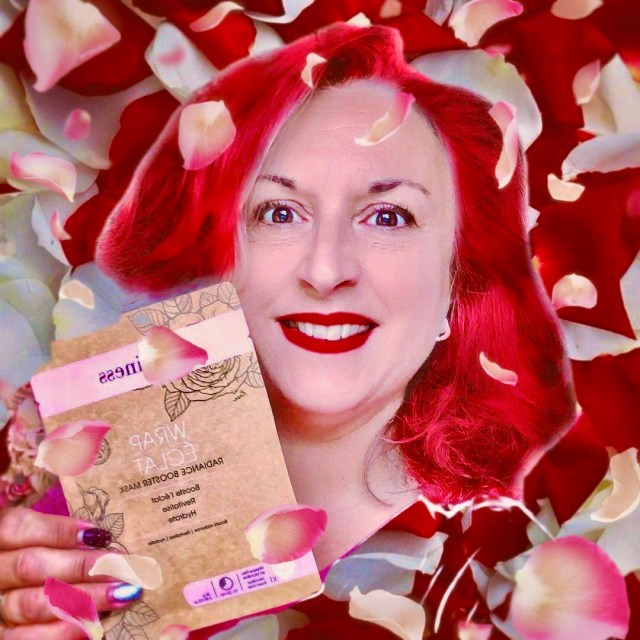 beauty, silverhair, silversisters, makeupgeek, maskchallengeunecitadine, makeup, mask, masque, qiriness, eclat, rose, acidehyaluronique, fruitsrouges, myrtille, framboise, mure, acai, cassis, fraise, canneberge