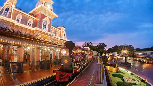 Main Street USA Secrets - Train Station WDW
