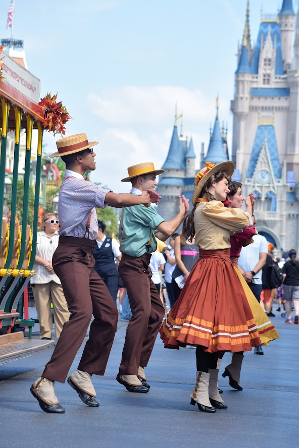 """Featured image for """"Best Streetmosphere in Each Disney World Theme Park"""""""