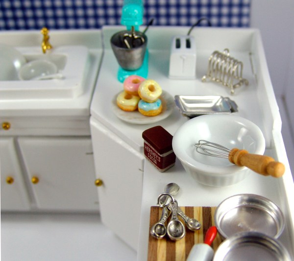 Miniature Dollhouse Accessories