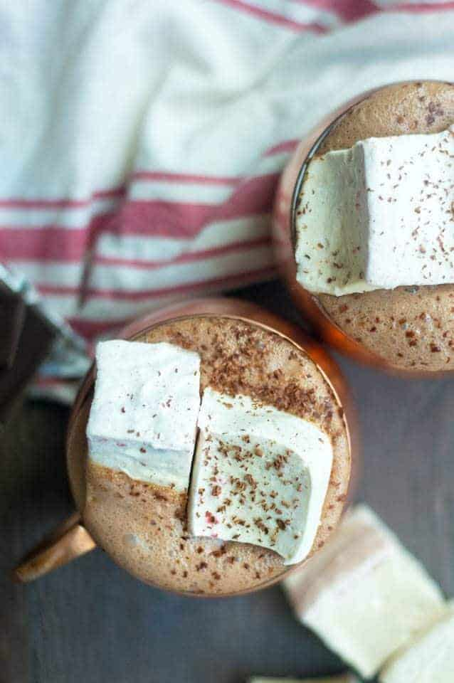 Paleo homemade marshmallow recipe. Peppermint marshmallows with hot chocolate. Dairy free, sugar free, healthy hot chocolate recipe. Peppermint marshmallows recipe, easy paleo marshmallows.