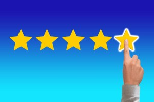 A finger pointing on star reviews after doing a moving company's background check.