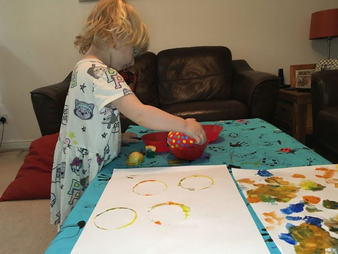 Cup painting - 40 activities for two-year-olds