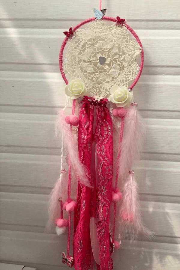 32 Stunning Summer Party Ideas You Need To Try Right Now #partyideas #partydecor #bohopartyideas #dreamcatcher