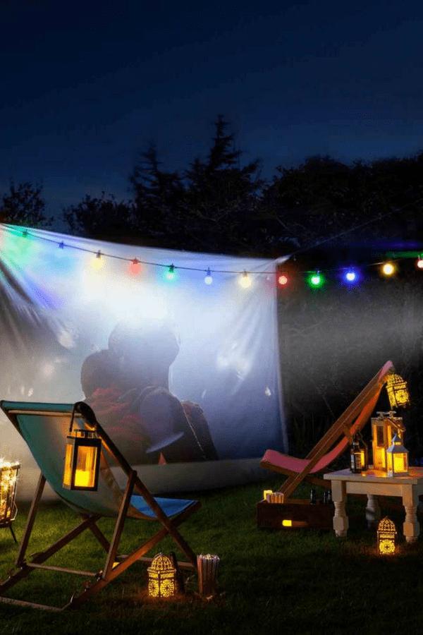 32 Stunning Summer Party Ideas You Need To Try Right Now #movienight #datenight #gardenparty #outdoorcinema #outdoormovietheatre