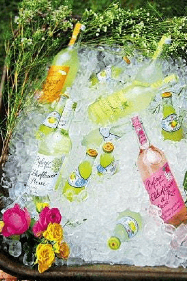 32 Stunning Summer Party Ideas You Need To Try Right Now #drinkscooler #wheelbarrowdrinkscooler #partyideas #bbqparty