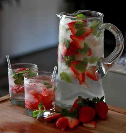 Summer Party strawberry & mint spritzer #gardenparty
