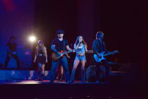 Jessica Lynn and her band