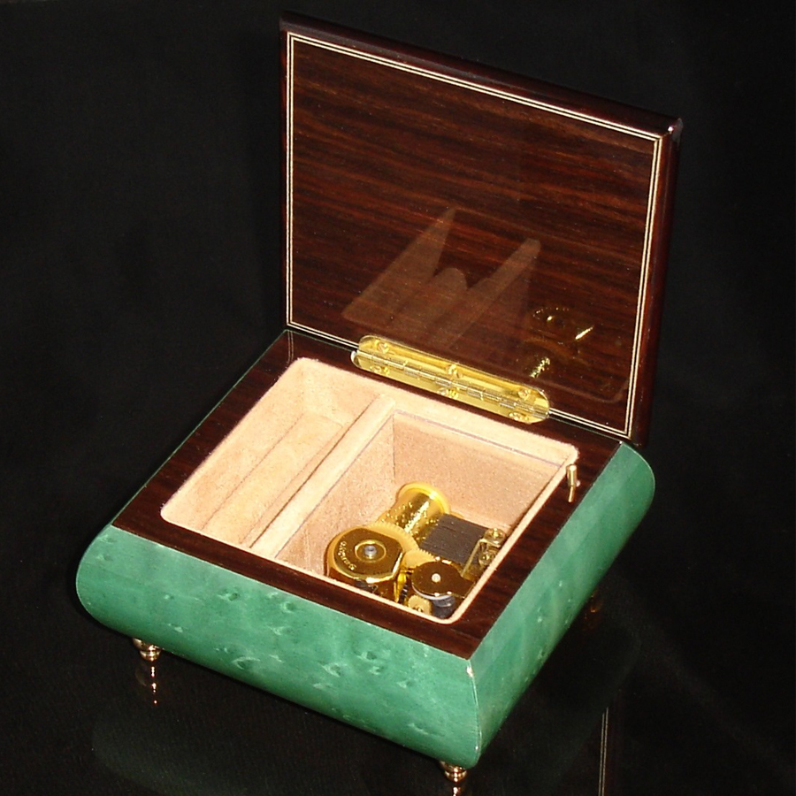 Italian Jewelry Box Green 17CVM opened no cover