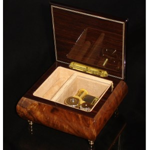 Italian Jewelry Box Walnut 17CVM opened no cover