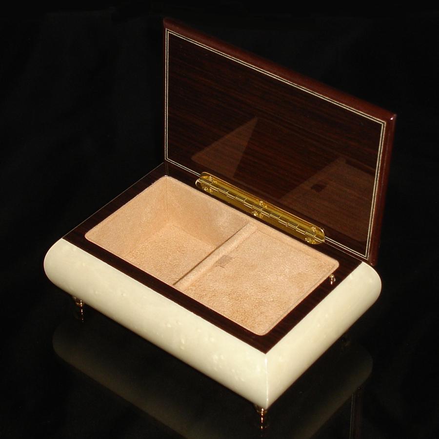 04CF-White-Italian-jewelry-box-opened