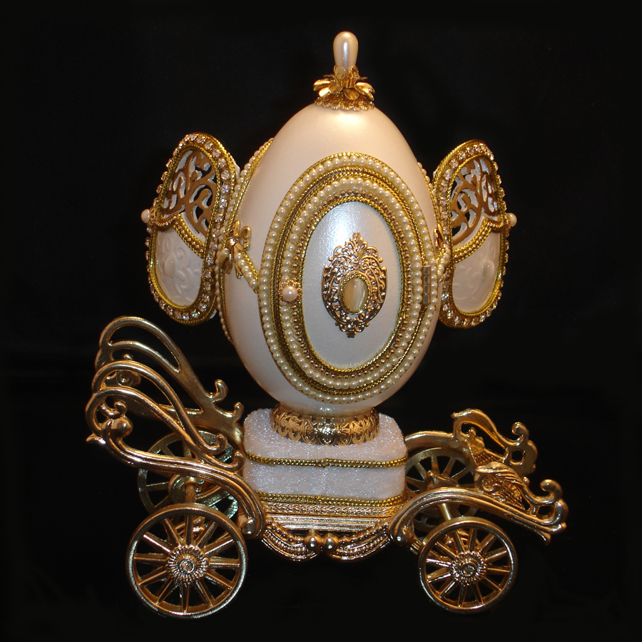 Love-Love-Love-Musical-Egg-Wedding-Carriage-back-view-front-opened
