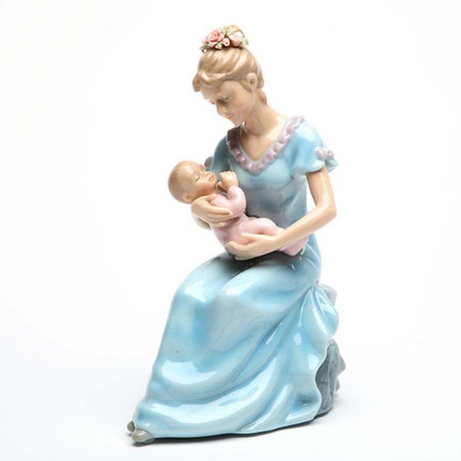 Mom-and-Baby-Girl-musical-figurine
