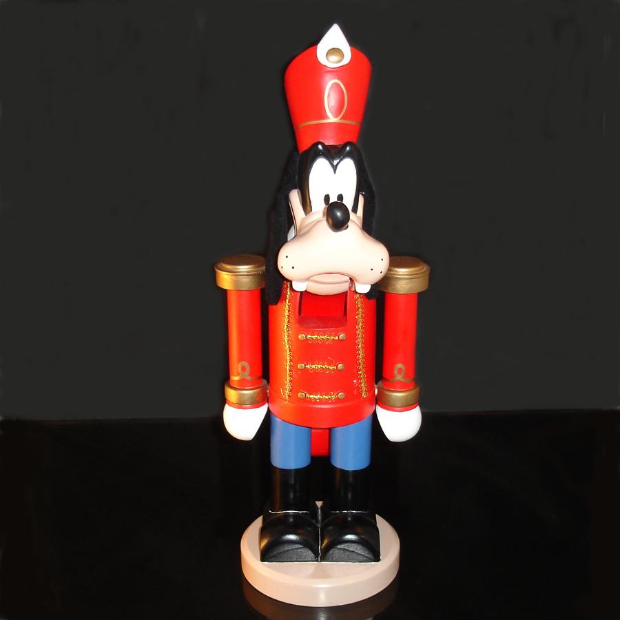 Goofy-Nutcracker-front-view