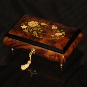 Italian-Inlay-Musical-Jewelry-Box-Burl-Walnut-green-interior