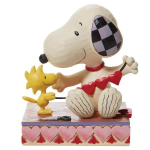 Snoopy-with-Hearts-Garland