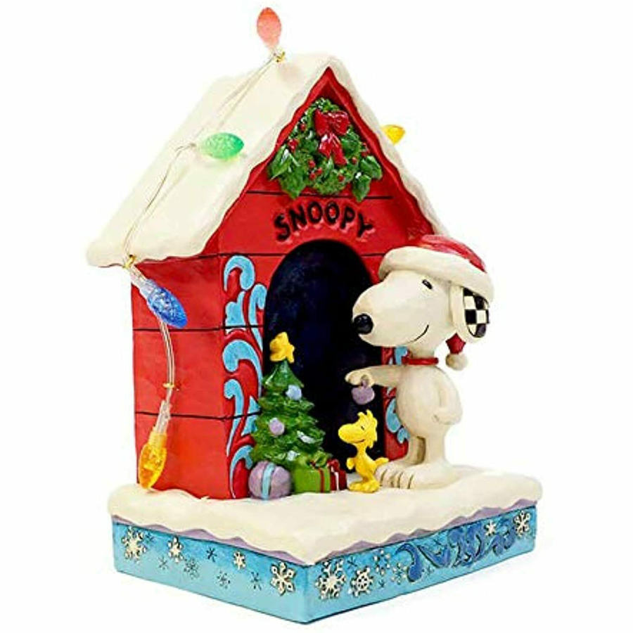 Snoopy-Dog-House-right-view