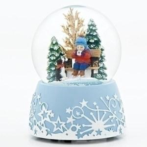 Child-and-Hot-Cocoa-Globe