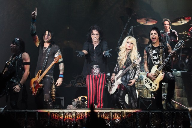 Alice_Cooper_band_Live_in_London_2012-10-28_(close-up)